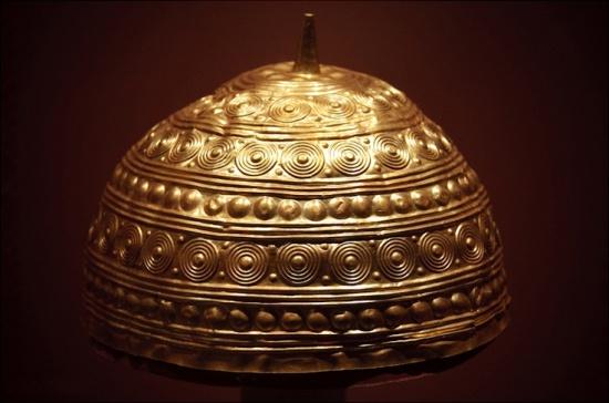 Casco ou cunca de Leiro, Rianxo. Bronce final Museo Arqueolóxico do Castelo de San Antón