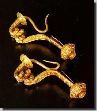 fíbulas de ouro