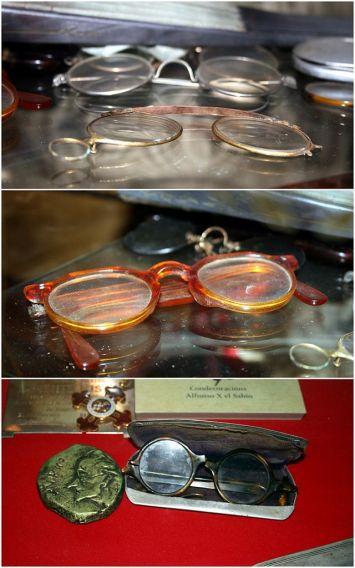 640px-Glasses_of_Vicente_Risco_in_his_museum_in_Allariz,_Ourense,_Galicia_(triptych)